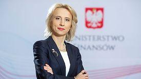 - Podejmujemy wysiłki by podwyższać te pensje - mówi Teresa Czerwińska.