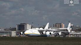 Antonow An-225 Mrija jest już w Warszawie. W ładowni maszyny znajduje się sprzęt dla polskiej służby zdrowia.