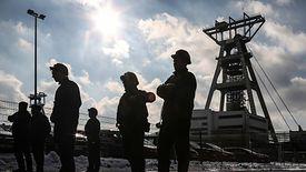 Związkowcy murem stają za prezesem Danielem Ozonem.