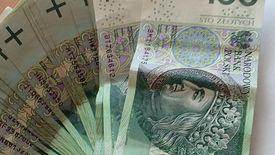Koronawirus może się przenosić przez banknoty.