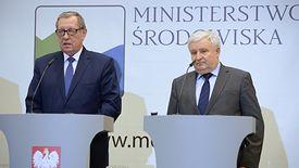 NFOŚiGW kierowany przez Kazimierza Kujdę (na zdjęciu z byłym ministrem środowiska Janem Szyszką) szczodrze wspiera katolickie organizacje.