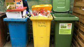 W 2020 roku warszawiak zajmujący w pojedynkę ponad 40-metrowe mieszkanie w bloku zapłaci miesięcznie za odbiór śmieci 65 zł.