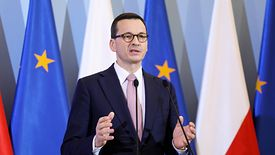 Mateusz Morawiecki (na zdjęciu) zapowiada, że środki do firm trafią już w kwietniu.