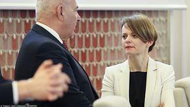 Minister Emilewicz dała do zrozumienia, że rząd nie chciałby, żeby młodzież ze szkół przeniosła się do centrów handlowych