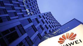 Zatrzymanie polskiego dyrektora Huawei eksperci łączą z naszą polityką wobec USA