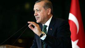 Prezydent Turcji Recep Erdogan niebezpiecznie balansuje między Rosją a NATO.