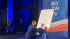 """Premier Mateusz Morawiecki podpisał """"Pakt dla przedsiębiorców"""""""