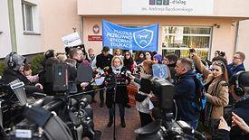 """Strajk nauczycieli może w tym roku zapełnić polskie place i ulice. We Wrocławiu demonstracje poparcia organizują aktywiści od """"Czarnego protestu""""."""