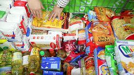 Eksperci wskazują, że akcje wyprzedawania żywności, które kończy się termin przydatności do spożycia, to jeden z efektów ustawy, która ma ograniczyć marnowanie żywności.