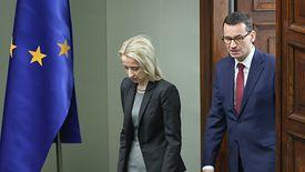 O gwałtownym oporze Teresy Czerwińskiej przeciw zwiększaniu wydatków socjalnych głośno jest od lutowej konwencji PiS. Szefowa resortu finansów od trzech tygodni publicznie milczy na ten temat.