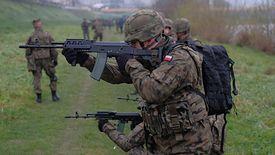 Kapelani wojskowi muszą spełnić takie same wymagania co pozostali żołnierze.