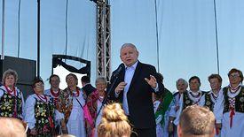 Jarosław Kaczyński złożył obietnice i mikrofirmy będą musiały wyciągnąć pieniądze.