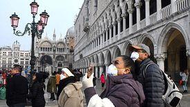 Pasażerowie z Włoch i Chin będą szczegółowo kontrolowani.