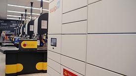 Poczta Polska wprowadza automaty do odbioru przesyłek m.in. w sklepach sieci Biedronka
