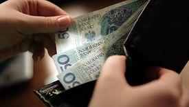500 złotych co miesiąc oprócz dzieci i niepełnosprawnych dostaną również seniorzy