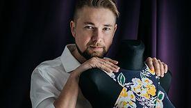 Paweł Kuzik szyje sukienki dla Agaty Dudy. Wszystko zaczęło się od jednego maila od... jej córki