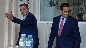 """Mateusz Morawiecki i Piotr Duda - zmiana w zakazie handlu może poróżnić premiera i lidera """"Solidarności"""""""