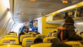 Za duży bagaż podręczny w Ryanairze trzeba płacić.
