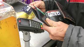 KNF apeluje o zwiększenie limitu płatności bezgotówkowych.