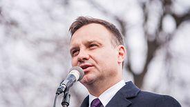Przed prezydentem Andrzejem Dudą ciężka decyzja. Sondaż pokazuje, że dofinansowanie mediów publicznych dzieli jego elektorat.