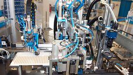 Każde zastąpienie prostej pracy ręcznej wyrafinowaną maszyną jest na plus gospodarki - uważają eksperci