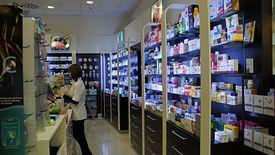 Żeby pomóc pacjentom, aptekarze sprowadzają leki z innych miast.