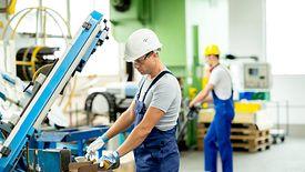 Najbardziej zadłużonymi sektorami są budownictwo, handel i transport, z racji tego, że wystawiają oni faktury na najwyższe kwoty.