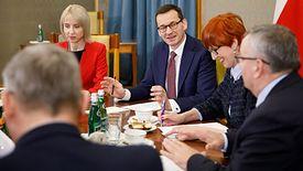 """Budżet dźwignie """"Nową Piątkę"""" PiS i to bez nowelizacji. Zapewnienia szefa rządu Mateusza Morawieckiego"""