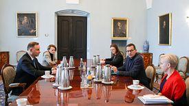 Spotkanie prezydenta z premierem, minister rozwoju oraz szefami ZUS i BGK.