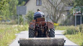 Dla mieszkańców wsi ich gminne drogi są najważniejsze. Trudno jednak o rządowe wsparcie, gdy nie mają one połączenia choćby z ekspresówką.