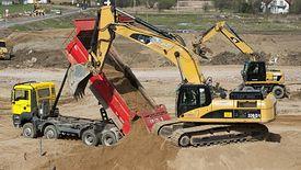 To zadania związane z rozbudową odcinków dróg i wzmocnieniem ich nawierzchni.