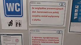 Stacje i firmy spedycyjne zamykają toalety przed kierowcami stojącymi w 70-kilometrowych korkach do granicy.