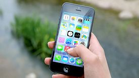 Użytkownicy, którzy wybiorą opcję Apple Pay będą mogli w pełni korzystać ze wszystkich zalet kart płatniczych banku.