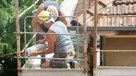 Uzyskanie kredytu na budowę domu jest znacznie bardziej skomplikowane i czasochłonne niż w przypadku finansowania hipotecznego