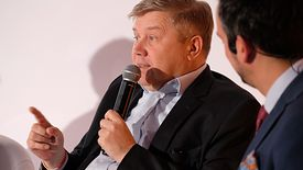 Zdaniem Cezarego Kaźmierczaka szukanie sposobu na liniowców może skutkować odpływem specjalistów z Polski