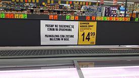 Takie komunikaty rozwieszone zostały w jednym ze sklepów Biedronka na Dolnym Śląsku.