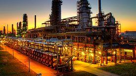 Rafinerie Lotosu i Orlenu muszą obecnie korzystać ze strategicznych rezerw ropy.