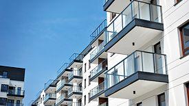 Polacy na kredyt chcą kupować coraz droższe mieszkania.