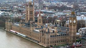 W Wielkiej Brytanii odczuwają skutki widma brexitu bez umowy oraz niestabilności politycznej - tłumaczą eksperci.