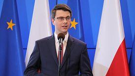 Rzecznik rządu Piotr Müller zapowiada zmiany w projekcie budżetu, jeśli zniesienie 30-krotności nie przejdzie.