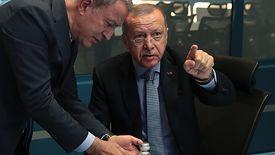 Turecki minister obrony Hulusi Akar i prezydent Recep Tayyip Erdogan.