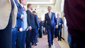 Premier Morawiecki musi się teraz zmierzyć z malejącym VAT-em