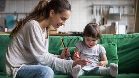 Koronawirus. Rodzice mogą ubiegać się o dodatkowy zasiłek opiekuńczy.