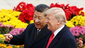 Przywódcy USA Donald Trump i Chin Xi Jinping podczas spotkania w listopadzie. Teraz mają mniej powodów do uśmiechu