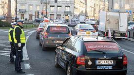 W ostatnich latach taksówkarze protestują regularnie. Na zdjęciu warszawska akcja protestacyjna z listopada 2018 roku.