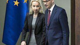"""Brak entuzjazmu wobec zwiększania wydatków budżetowych minister Czerwińskiej był widoczny od czasu ogłoszenia """"piątki PiS""""."""