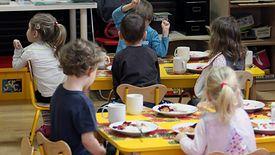Dzieci z Kątów Wrocławskich mogą się cieszyć z wcześniejszego odbierania z przedszkola. Dla rodziców to jednak spore wyzwanie