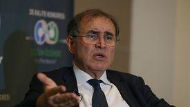 """Nouriel Roubini, znany jako """"dr Doom"""", przewiduje kolejne kryzysy."""