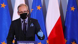 Minister Zdrowia Adam Niedzielski zapewnia, że medycy skierowani do walki z COVID-19 dostaną dodatkowe pieniądze.