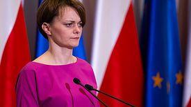 """""""Godziny dla seniorów"""" znikną w drugim etapie odmrażania gospodarki - zapowiedziała minister Emilewicz."""
